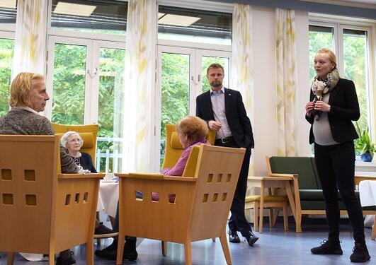 Elisabeth Flo og Bent Høie, Lysterapi demente