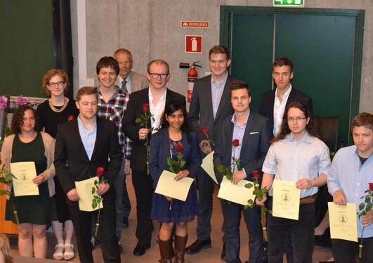 Bilde av masterstudentene fra informatikk som deltok i seremonien