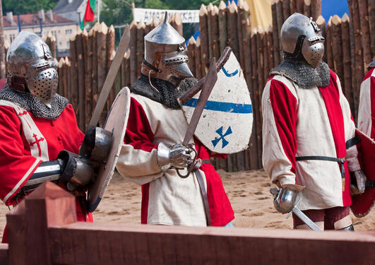Three knights, used to illustrate a news article about the plans to establish a Medieval research cluster at the University of Bergen.