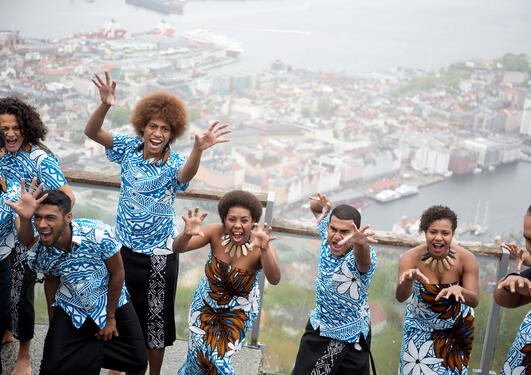 Moana dancers