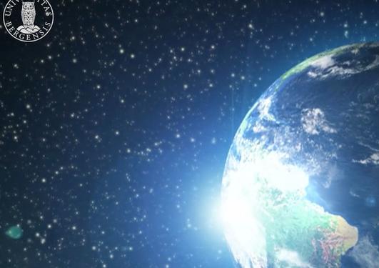 Uib logo i verdensrommet, jordkloden i utsntitt.