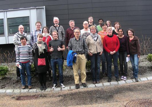 Pictures of the NUCREG members posing outside Høyteknologisenteret