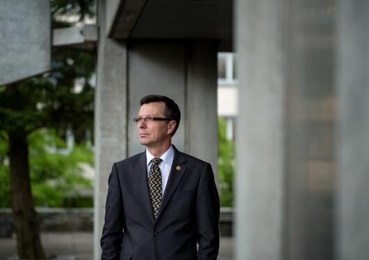 Portrettfoto av rektor Dag Rune Olsen