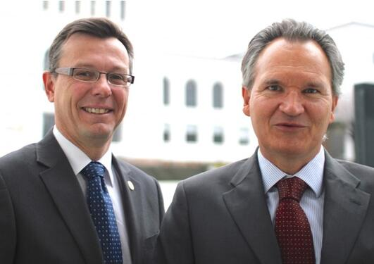 Rector Dag Rune Olsen (left) with Robert-Jan Smits, research director at the European Commission, photographed at Horizon 2020 meeting.