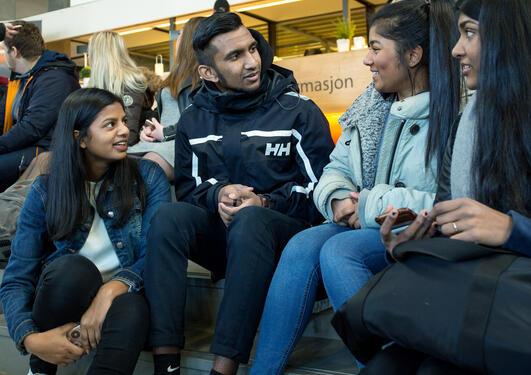 Studenter på studentsenteret.
