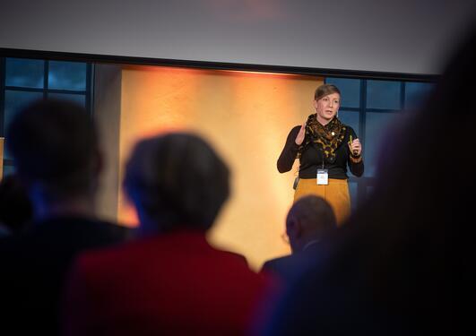 Marinbiolog Katja Enberg under et innlegg på Ocean Sustainability Bergen Conference i oktober 2019.
