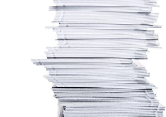 illustrasjonsfoto av papirer som ligger hulter til bulter i bunke