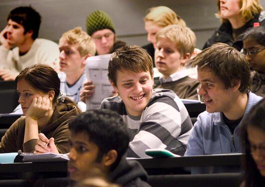 Studenter i forelesningssal