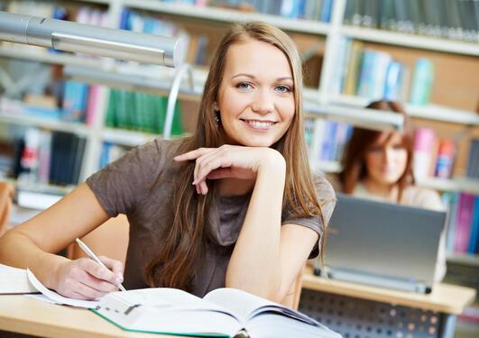 Institutt for økonomi har hatt ei solid auke i studentar som vil studere samfunnsøkonomi.
