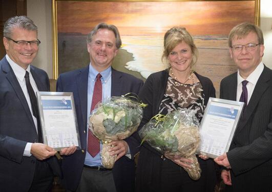 Gruppefoto: Herlof Nilssen, administrerande direktør i Helse Vest RHF, James Lorens, Helga Salvesen og Baard-Christian Schem, fagdirektør i Helse Vest RHF.