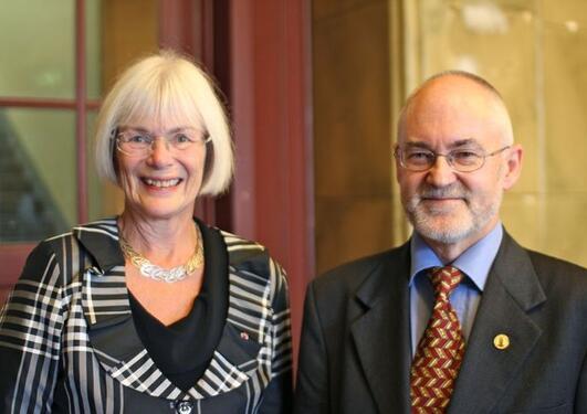 Forsknings- og høyere utdanningsminister Tora Aasland besøkte UiB for å få en oppdatering på Museumsprosjektet av rektor Sigmund Grønmo.