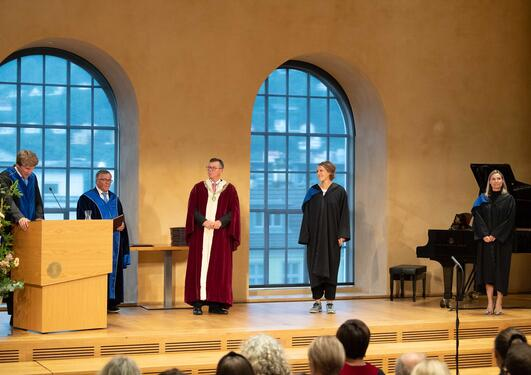 Bilde av promosjon i aulaen