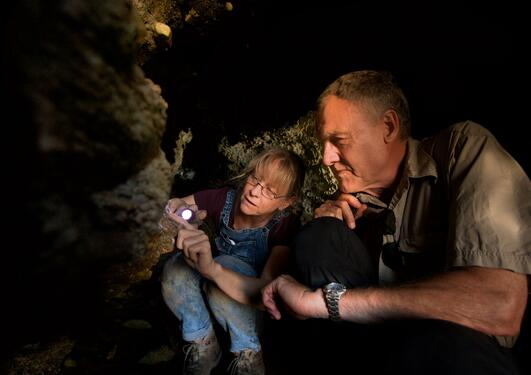 SapienCE-scientists Sarah Wurz and Christopher Henshilwood are investing caves in SA.