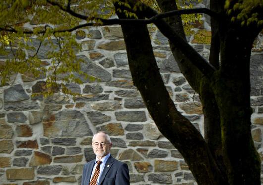 Rektor Sigmund Grønmo er fornøyd med avgjørelsen til Bergen forskningsstiftelse.