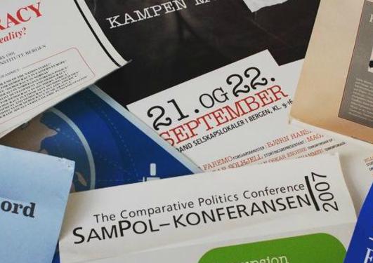 Sampolkonferanse-plakatar frå forgangne tider.