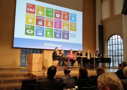 CET er engasjert i universitetenes rolle, og har nå kommet med innspill på måloppnåelsen av FNs syvende bærekraftsmål. Bildet er fra UiBs konferanse om bærekraftsmålene i mars 2018.
