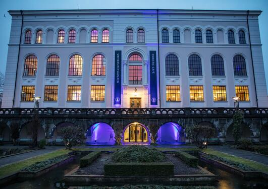 The University Aula in Bergen is lit up in the colours of the 2019 SDG Conference Bergen, inspired by the colours of the Sustainable Development Goals.