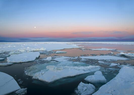 Større områder med åpent vann i Arktis har bidratt til den bratteste temperaturstigningen siden slutten av istiden