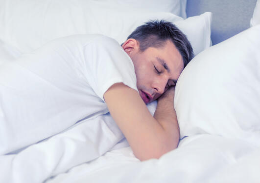 mann sover