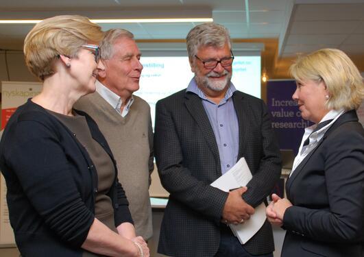 Fire personer i samtale: Anne Lise Fimreite UiB, Kåre Rommetveit Bergen forskningsstiftelse, Tore Nepstad Havforskningsinstituttet og næringsminister Monica Mæland