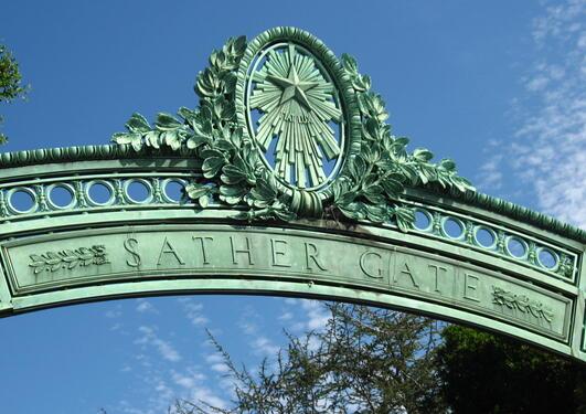 Peder Sather Centre, port