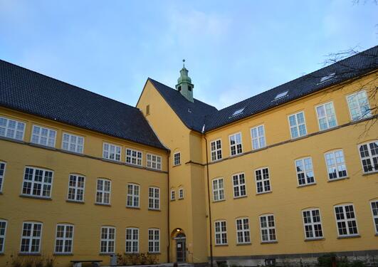 Bilde av Sydneshaugen skole,inngang til auditorium A