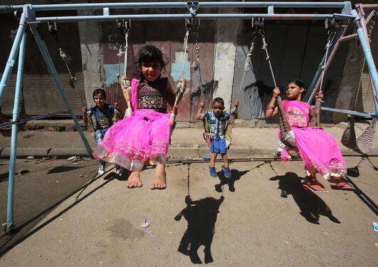 Illustrasjonsfoto som viser irakiske barn som leker, brukt som del av sak om åpning av et nytt senter for barnevernsforskning ved Universitetet i Bergen (UiB).