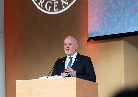 Ambassador Peter Thomson speaks at his public lecture on 15 October 2019 after being awarded an honorary doctorate at the University of Bergen. He focussed on the urgent need for ocean action to rescue the planet.