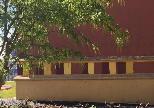 Fargeprøver på fasaden på Dragefjellet skole