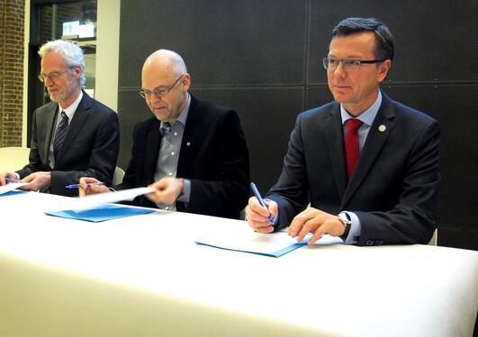 Signerer avtale om sivilingeniørutdanning