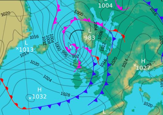 Synoptisk kart fra UK Met Office fra 8. august 2016. På bildet vises overflatetrykk og fronter.