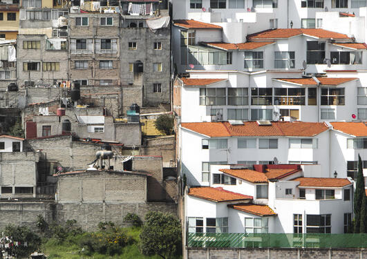 Photo of the Santa Fe neighbourhood in Mexico City, from the Unequal Scenes series.