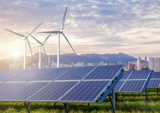 bilde av vindmølle med solarpaneler