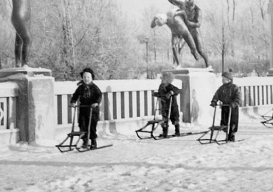 Barn med spark i Vigelandsparken, Oslo