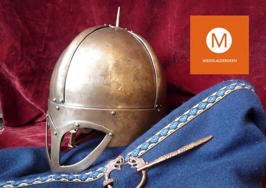 Vikinghjelm og klær, middelalderuken