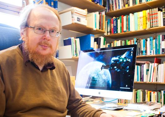 Professor Knut Vikør på kontoret