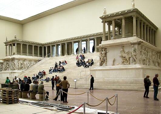 Pergamonalteret, Foto © Raimond Spekking / CC-BY-SA-3.0 (via Wikimedia Commons)