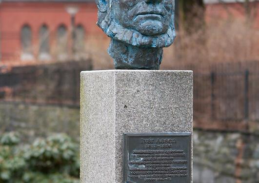 © Arne Mæland: Ivar Aasen.