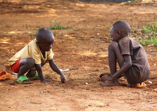 Av 3.2 millioner barn som dør i løpet av første levemåned i lav- og...
