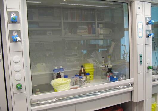 Avtrekkskapet er laboratoriets viktigste verneinnretning.