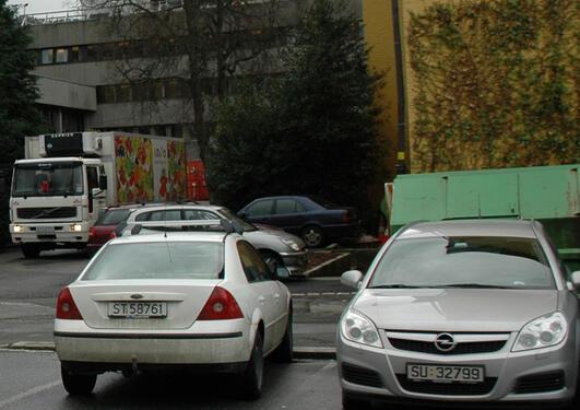 Talet på parkeringsplassar ved UiB skal ned med 30 prosent.