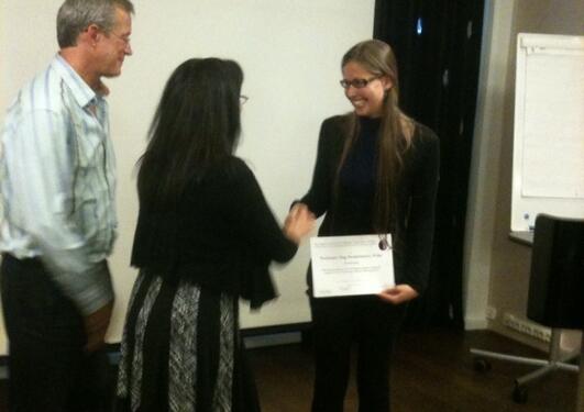 Professorene John Kelsoe og Susan Leckband deler ut Dag Neckelmanns pris til...