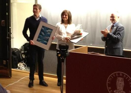 Pinar and Steinar receives the award.