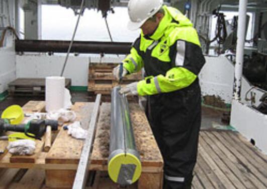 Stig Monsen preparing to split a gravity core