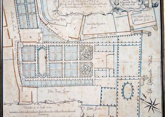 BYPARK: Hagen som tilhørte de Besche-familien startet som en apotekerhage,...