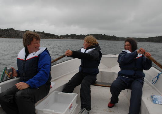 FØH researchers fishing from a rowboat at Summer Seminar 2008