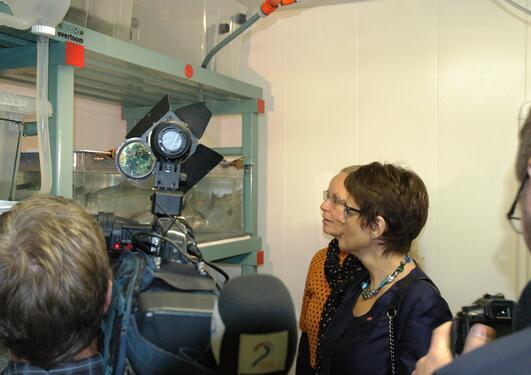 Statsråd Lisbeth Berg Hansen fikk mye oppmerksomhet da hun ble vist rundt i...