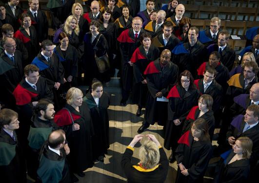 Flere kvinner tar doktorgrad, men dette gjenspeiles ikke i universitetenes...