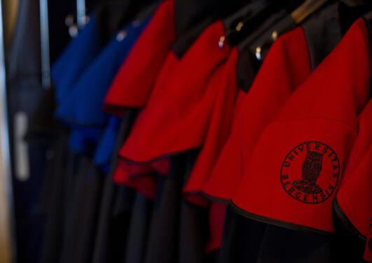 Antallet doktorgrader som er avlagt ved UiB har økt fra 158 i 2005, til 254 i...