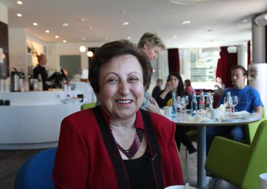 Shirin Ebadi mener mange, og kvinner, ikke kommer til å stemme den 14.juni...